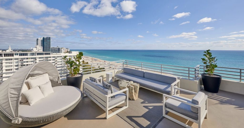 The Best 5 Hotels in Miami For Families featured by top US family travel blogger, Momma Wanderlust